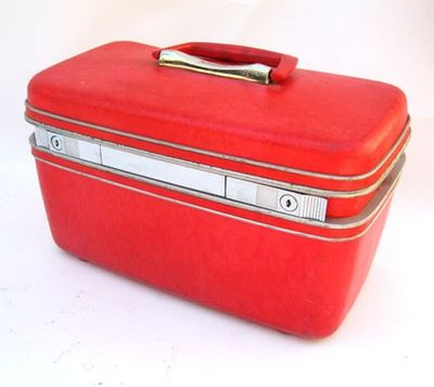 Red traincase